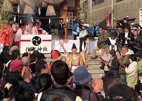 鬼を撃退し勝利宣言、住吉神社の節分祭「焼嗅がし神事」
