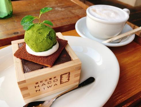 ハコニワ、広島・袋町公園前のカフェで看板の枡デザート