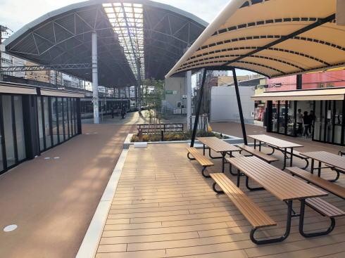 コイプレ 広電西広島駅横 飲食スペース