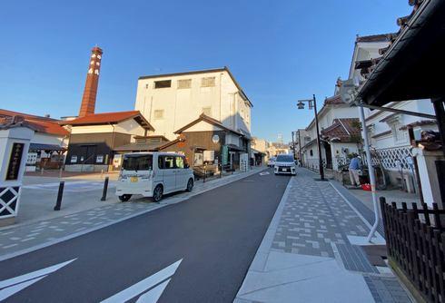 酒蔵通り「賀茂鶴」のそばにラッピングポスト