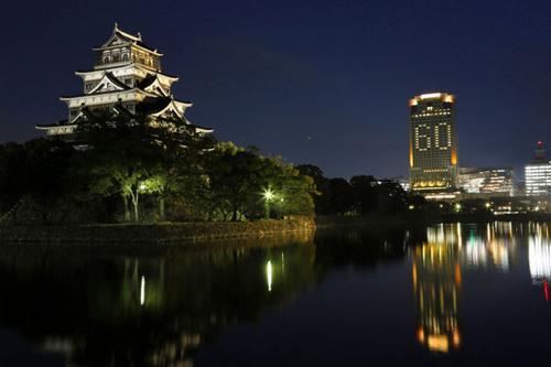 リーガが客室照明で巨大イルミネーション「広島の街に元気を届けたい」