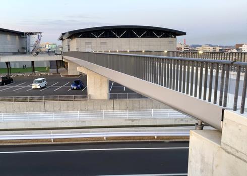 エフピコアリーナふくやまと橋で連結している、芦田川かわまち広場