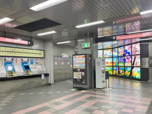アストラムライン本通駅に大型ステンドグラス 画像3