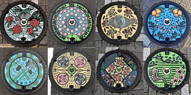 JR西条駅前に、東広島市のご当地デザインマンホール8種が集結