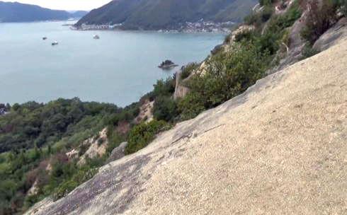 ゆるぎ岩までの道のりは、危険がいっぱい【要注意】