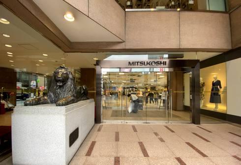 広島三越の入口にライオン像