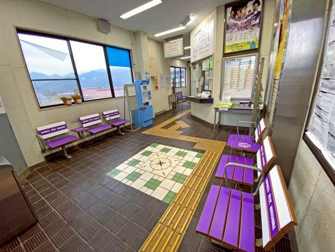 JR向原駅がサンフレッチェ広島装飾に