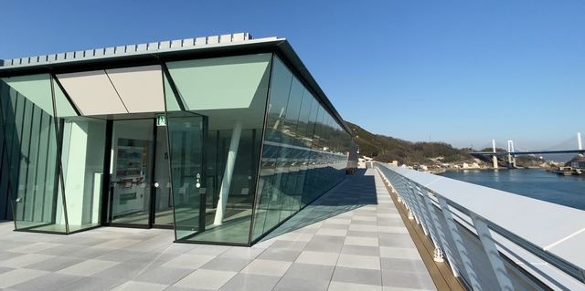 尾道市役所・新庁舎に、気持ちいい展望デッキ!1Fにはカフェも