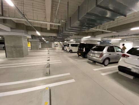 尾道市役所・新庁舎の地下駐車場