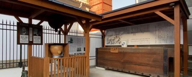 歴史庭園 精米機と酒槽