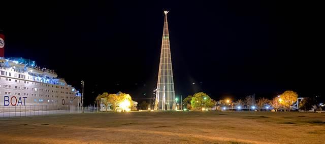 宇品波止場公園のパラダイスの塔、夜景