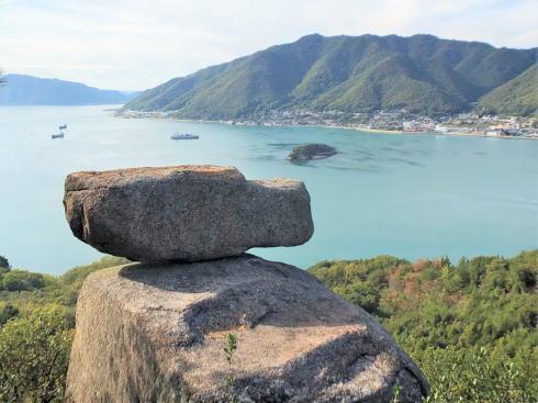 ゆるぎ岩、絶景だが危険すぎる岩子島のフォトジェニック・スポット