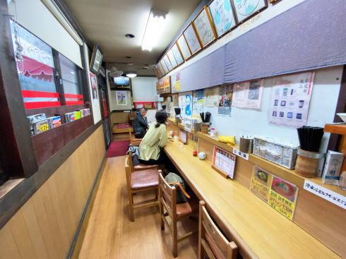 遊山(ゆうざん)店内の様子2