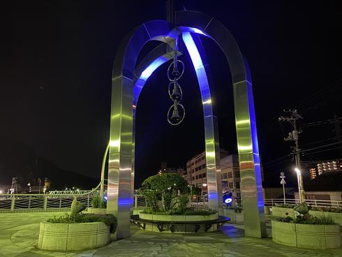 海田町 ひまわり大橋のブルーライトアップ