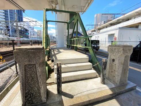 広島駅周辺、愛宕跨線橋の下にオブジェ3