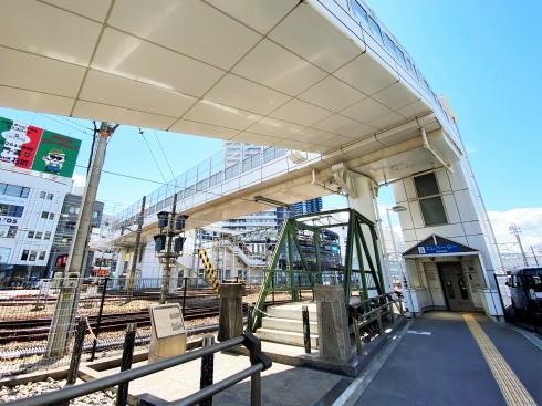 広島駅周辺、愛宕跨線橋の下にオブジェ