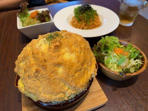 808カフェ「ふわふわドリア」が看板メニュー、安芸高田市でご縁を繋ぐカフェ
