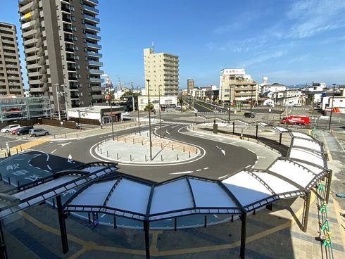 岩国駅東口の駅前広場とロータリー