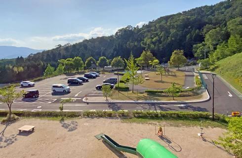 佐伯総合スポーツ公園、大型遊具のとなりに駐車場