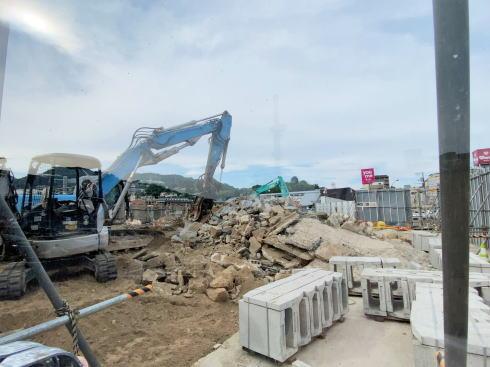 西広島駅が解体されている様子