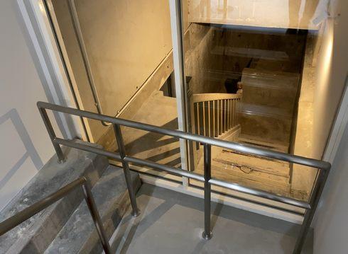 広島レストハウス 地下へ続く当時の階段
