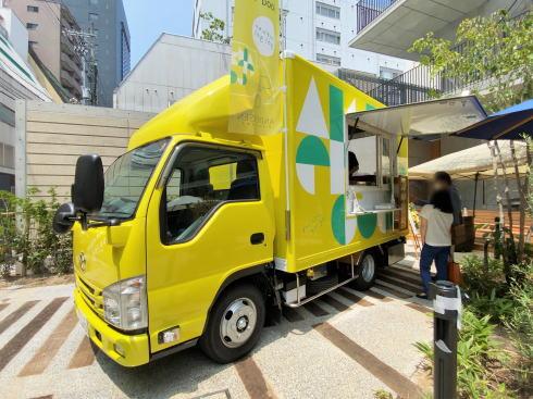 キッチンカー「アンデルセン号」黄色のマツダ車でGO!ホットドッグ提供