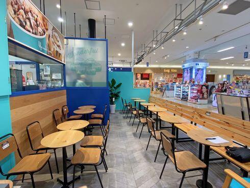 シナボン 広島店のイートインスペース