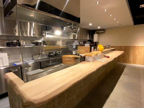 Craftbeerと炭火「はればれ」1.5Fのオープンキッチン