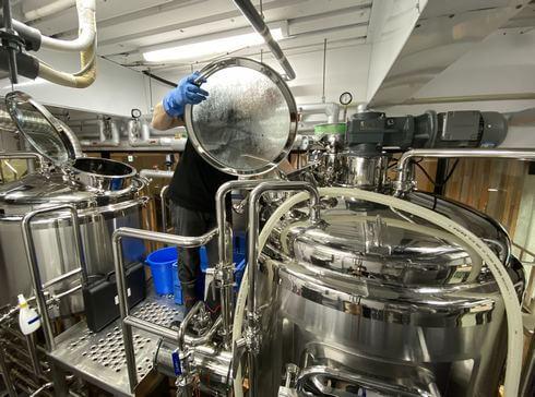 広島のビール醸造所 ヒロシマネイバリーブリューイングでビールの初仕込み