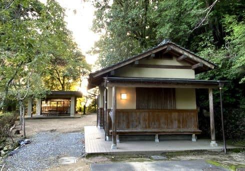 安芸高田市・郡山公園のトイレと休憩所