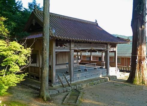 清神社 神楽殿