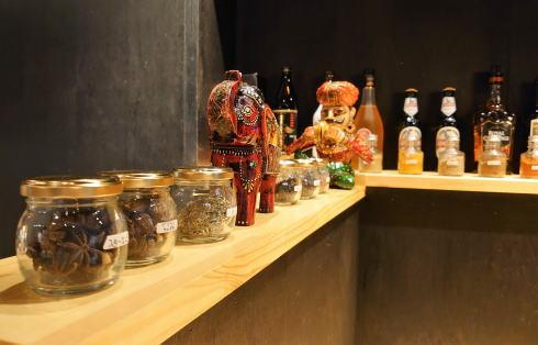 広島市 カレー・インド料理 タブラ(TABLA)スパイスボトルたち