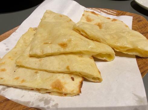 広島市 カレー・インド料理 タブラ(TABLA)チーズナン