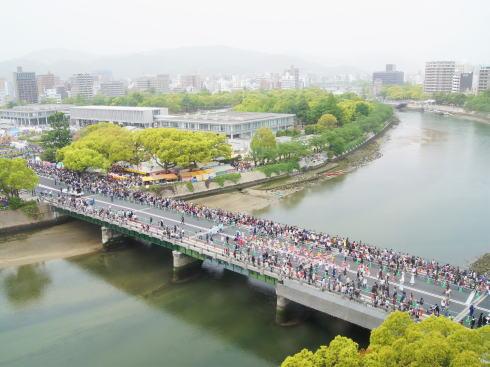 平和大橋と平和公園