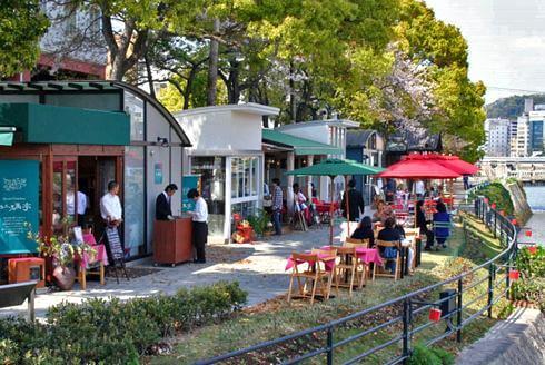 広島の京橋川オープンカフェ