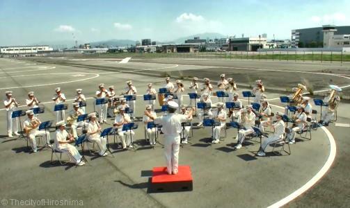 広島市消防音楽隊が消防航空隊とコラボ、ミスチル「HANABI」にのせ活動紹介