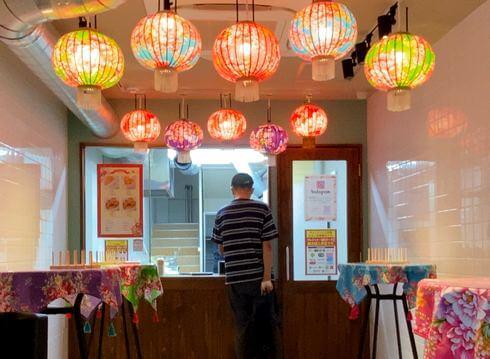 台湾唐揚げ「横濱炸鶏排」が広島店オープン、中華街の食べ歩きグルメは特大サイズ