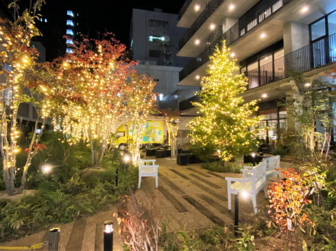 広島アンデルセンにクリスマスツリー点灯、マーケットも開催