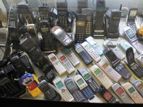 閉館する 電話博物館、みろくの里「いつか来た道」内2