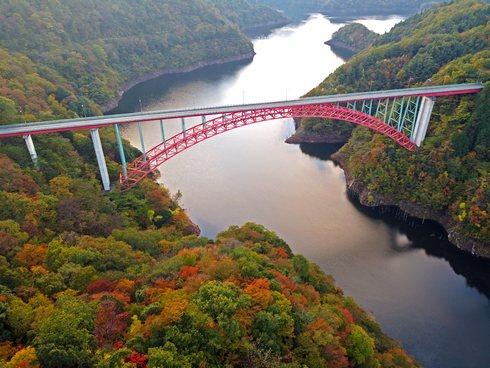 瀧山峡大橋と温井ダム周辺の紅葉