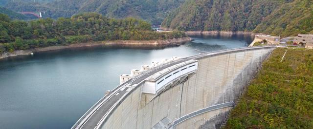温井ダム 放水や地下トンネル見学など