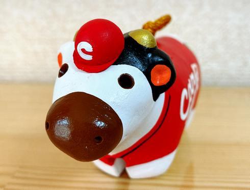東城土鈴(カープ土鈴)牛の頭には広島カープの帽子がちょこん!