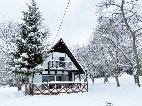 大鬼谷オートキャンプ場 冬の貸別荘の外観