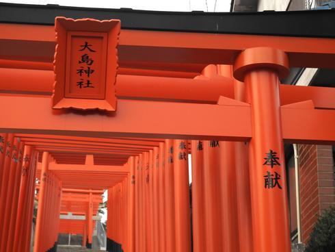 三原市・大島神社の参道に連立鳥居が誕生で、計67基に