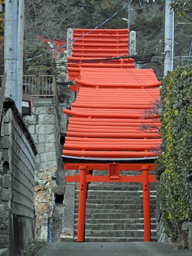 新幹線からも見える、三原市・大島神社の連立鳥居