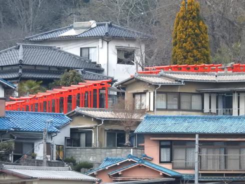 三原駅の新幹線からも見える大島神社の連立鳥居