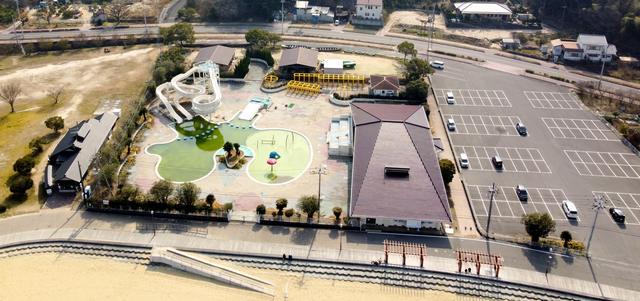 因島アメニティプールと駐車場 広島県尾道市