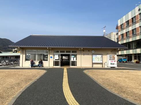 瀬戸田港 待合所の外観