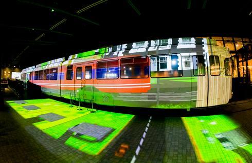 ジアウトレット広島「ワープする路面電車」2021バージョン