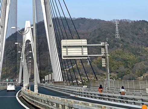 生口橋 橋の脇に自転車・歩行者道あり